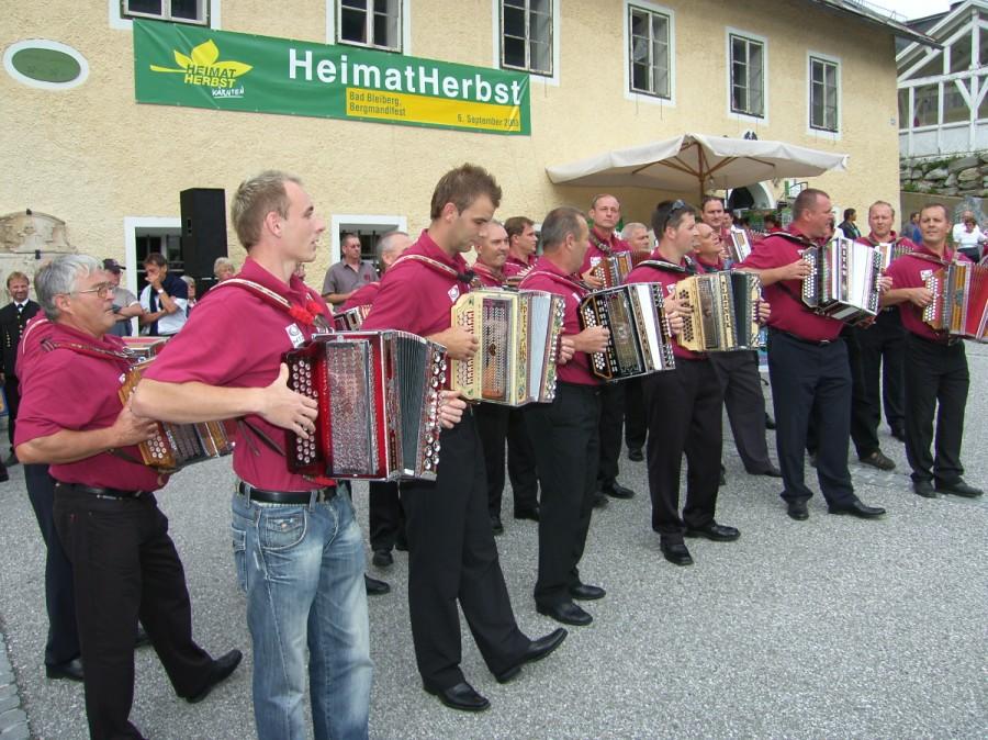 Das Harmonikaorchester aus Slowenien.a